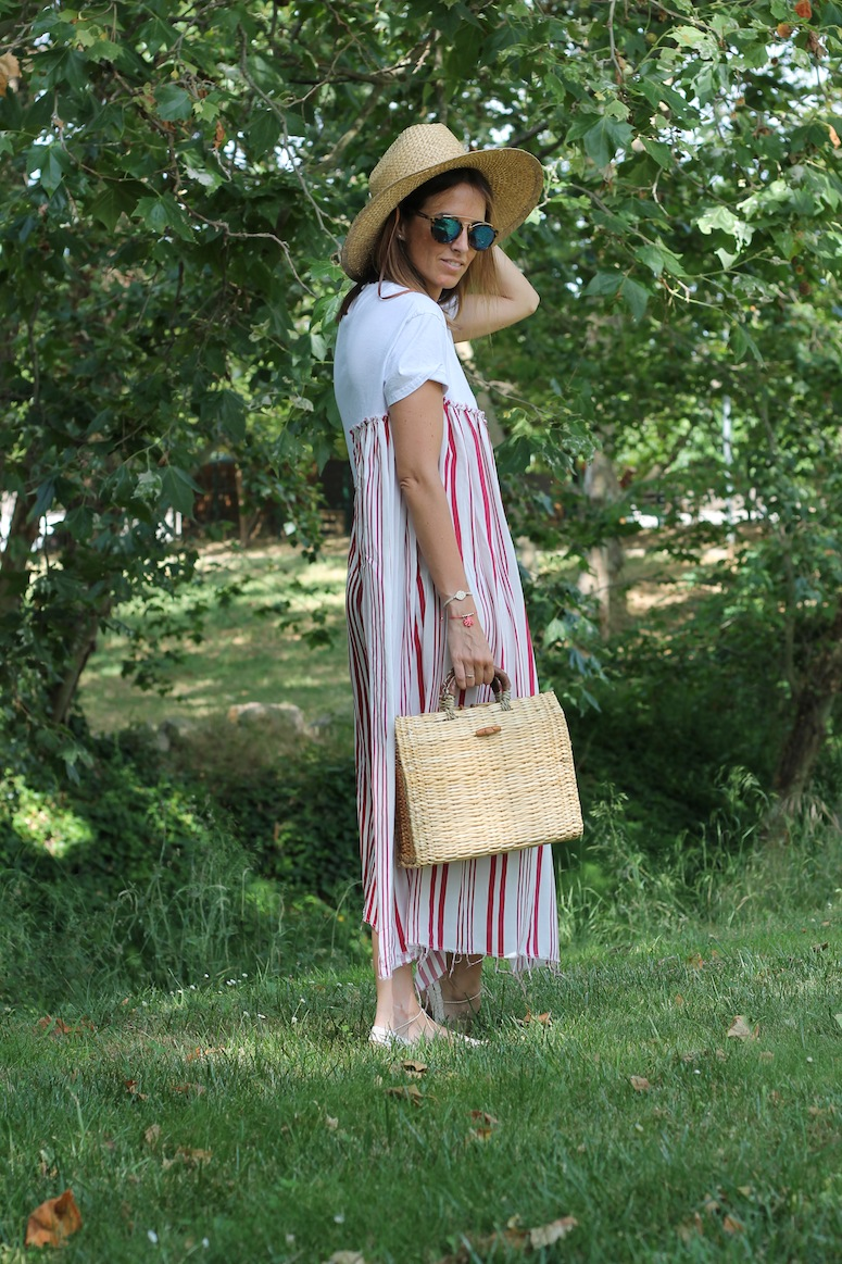 Straw bag and stripped dress www.lostinvogue.com 3