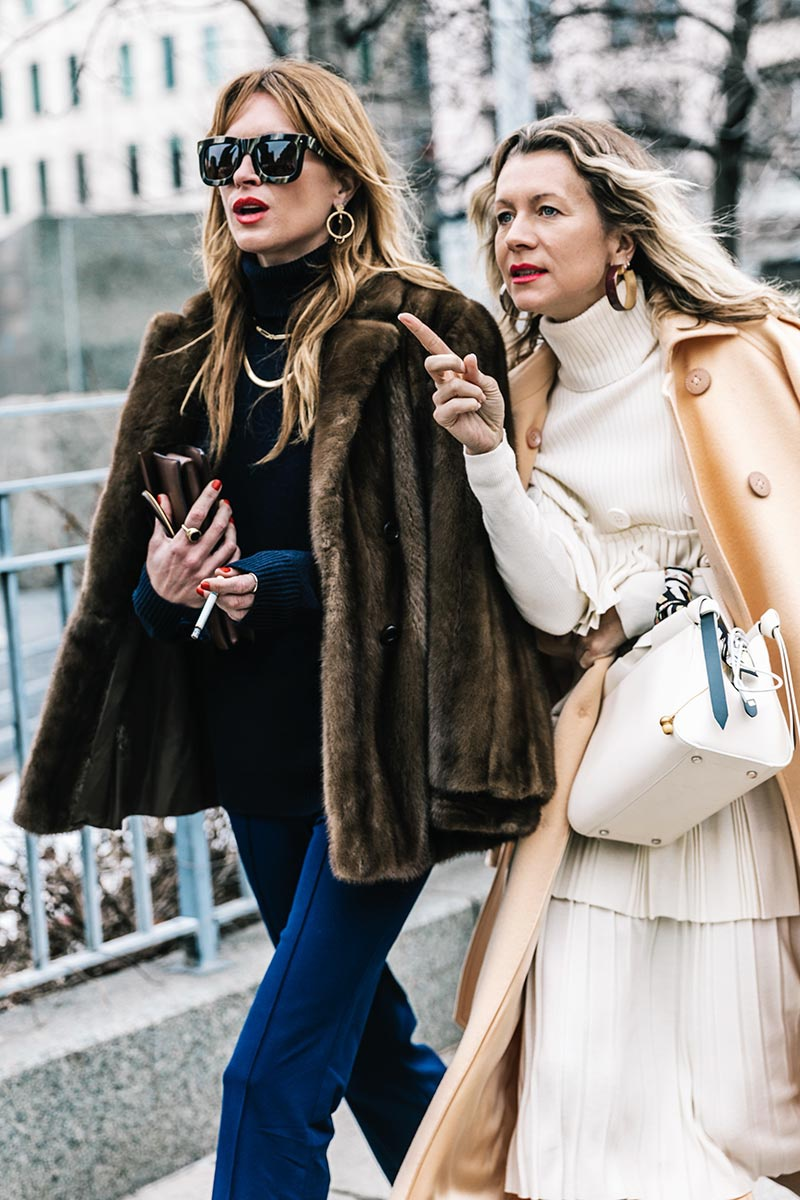 street_style_new_york_fashion_week_febrero_2017_dia_5_74867466_800x