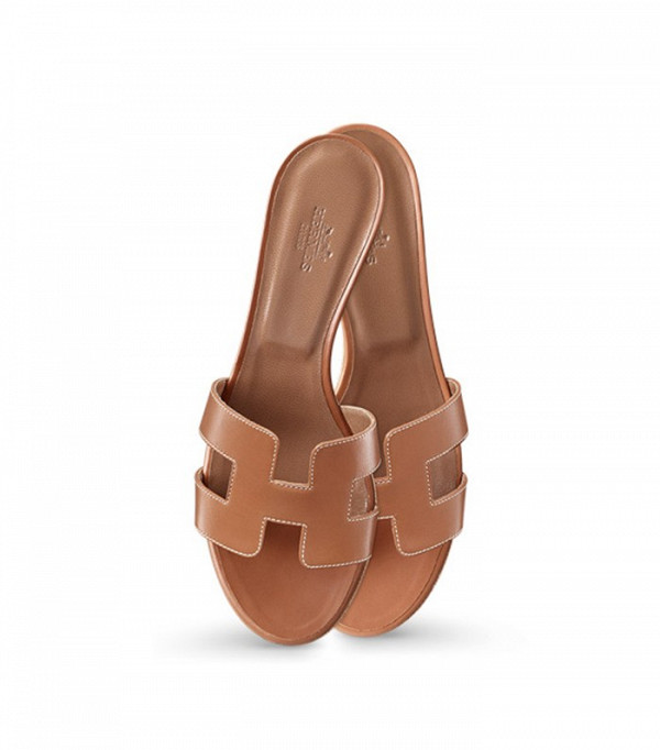 the-hermes-sandals-bloggers-are-obsessed-with-1763180-1462823209.600x0c